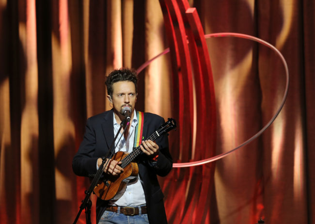 """I'm Yours"" singer Jason Mraz spoke about being bisexual"