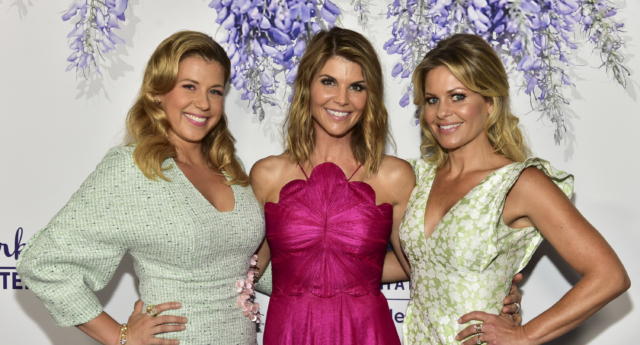 (L-R) Jodie Sweetin, Lori Loughlin, and Candace Cameron Bure (Rodin Eckenroth/Getty)