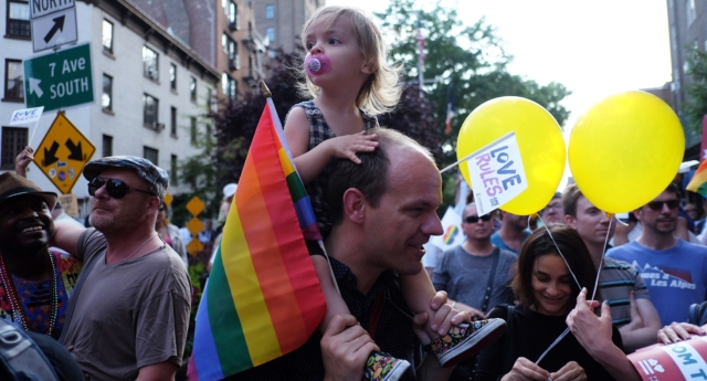 A gay dad with his child. (JEWEL SAMAD/AFP/Getty Images)