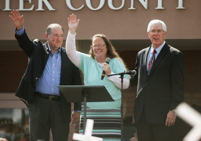 Rowan County Clerk of Courts Kim Davis stands with her attorney Mat Staver (R) and former Republican presidential candidate Mike Huckabee (L) in front of the Carter County Detention Centre on September 8, 2015 in Grayson, Kentucky