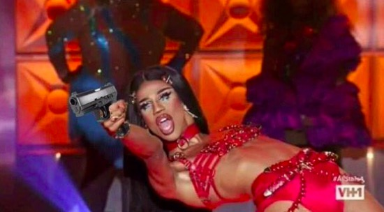 Naomi Smalls shakes things up on Drag Race