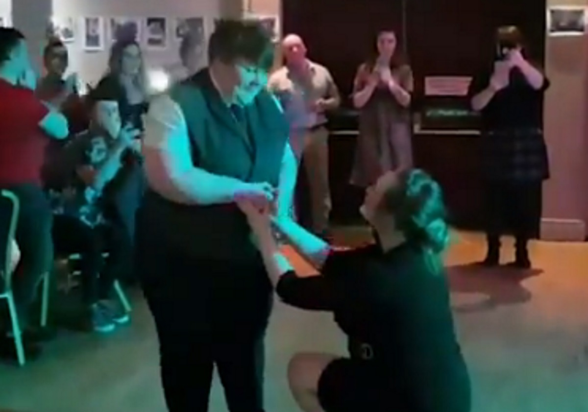 First Dates Ireland lesbian couple gets engaged in beautiful proposal