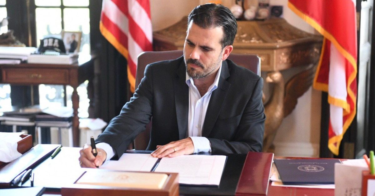 Puerto Rico governor Ricardo Rosselló tweeted a picture of him signing the executive order. (Ricardo Rosselló/Twitter)
