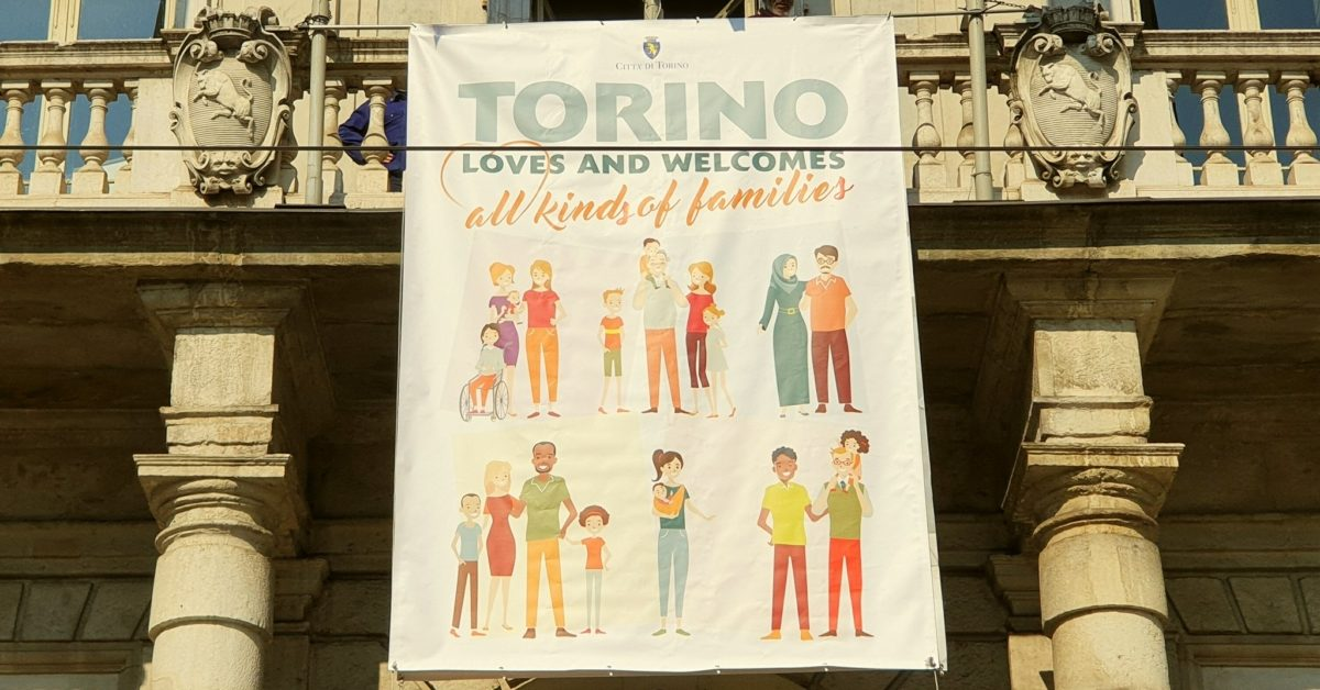 Turin mayor unveiled a banner is support of same-sex families to counter the anti-LGBT World Congress of Families in Verona. (c_appendino/Twitter)