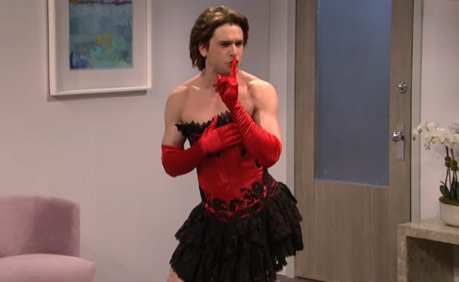 Game of Thrones actor Kit Harington quietens the rest of the SNL actors before taking his glove off.