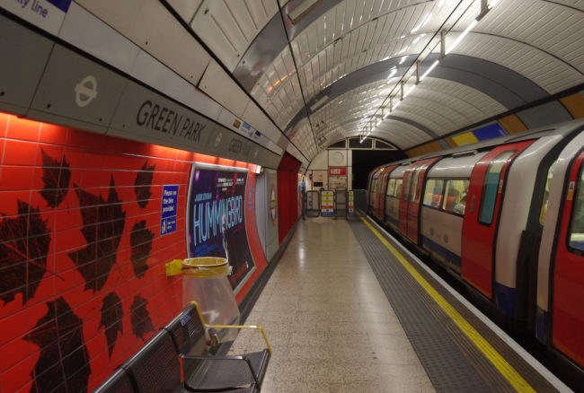 A 1996 Stock Jubilee Line train stands in the westbound platform at Green Park.