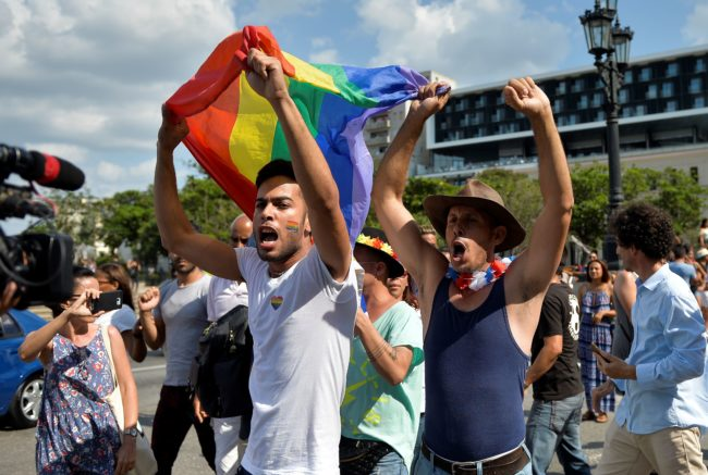 More than a hundred people participated in a demonstration for the LGBT rights in Havana on Saturday, an activity unauthorized by the government, amid tensions with the police.