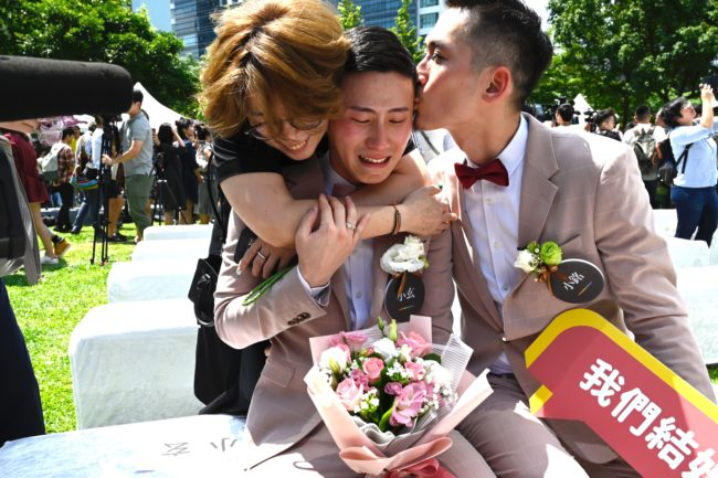 Taiwan: Hundreds of newly wed gay couples make history