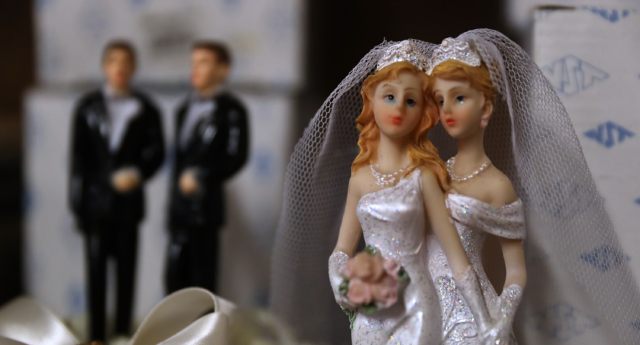 Alabama to stop issuing marriage licenses in gay wedding workaround