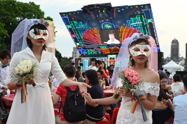 Taiwan: More than 1,000 gay couples wed in first month of equal marriage