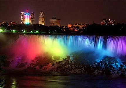 The Niagara Falls were lit in rainbow colours (Photo:@NewYorkTheater)