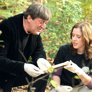 Stephen Fry and Rebecca Wilson at ëBody Farmí facility, Knoxville, Tennessee  (Photo:BBC Pictures)