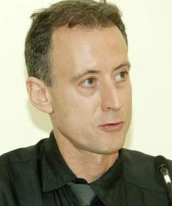 Gay activist Peter Tatchell calls for an end to the gay-straight divide