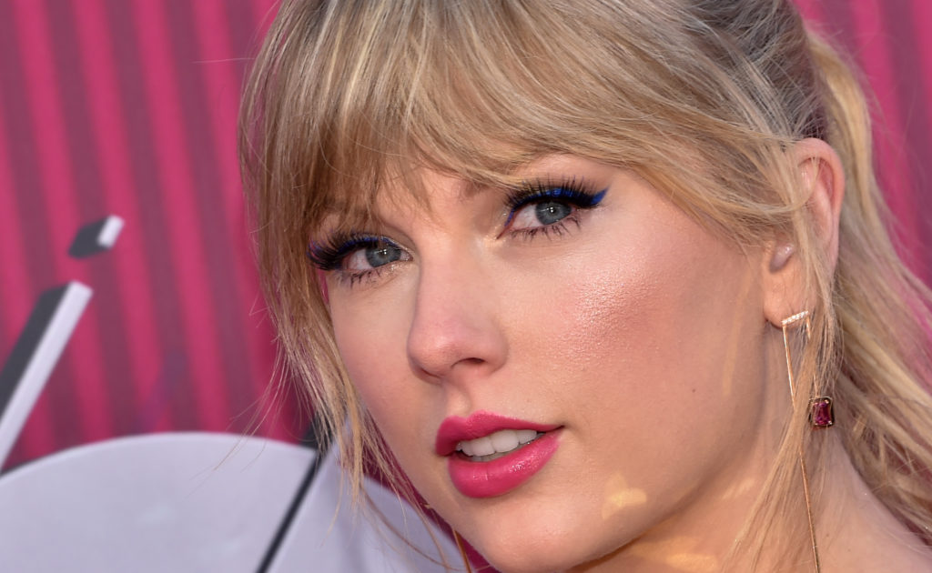 Singer Taylor Swift donated to the Tennessee Equality Project to fight the 'slate of hate' legislations discriminating against LGBT rights.