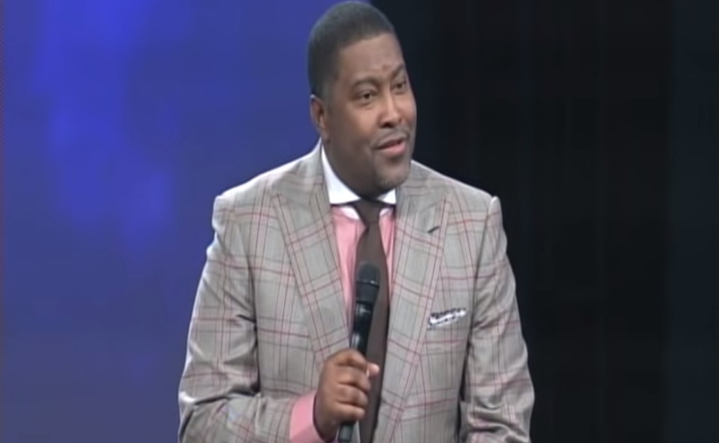Watch: Black preacher takes homophobes to church with fiery pro-gay