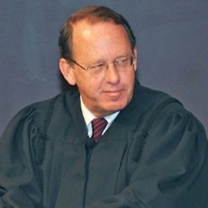 Ohio attorneys urge judge to lift stay on recognition of same-sex