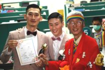 Taiwans gay activist Chi Chia-Wei signs a wedding certificate for Shane Lin and Marc Yuan. )